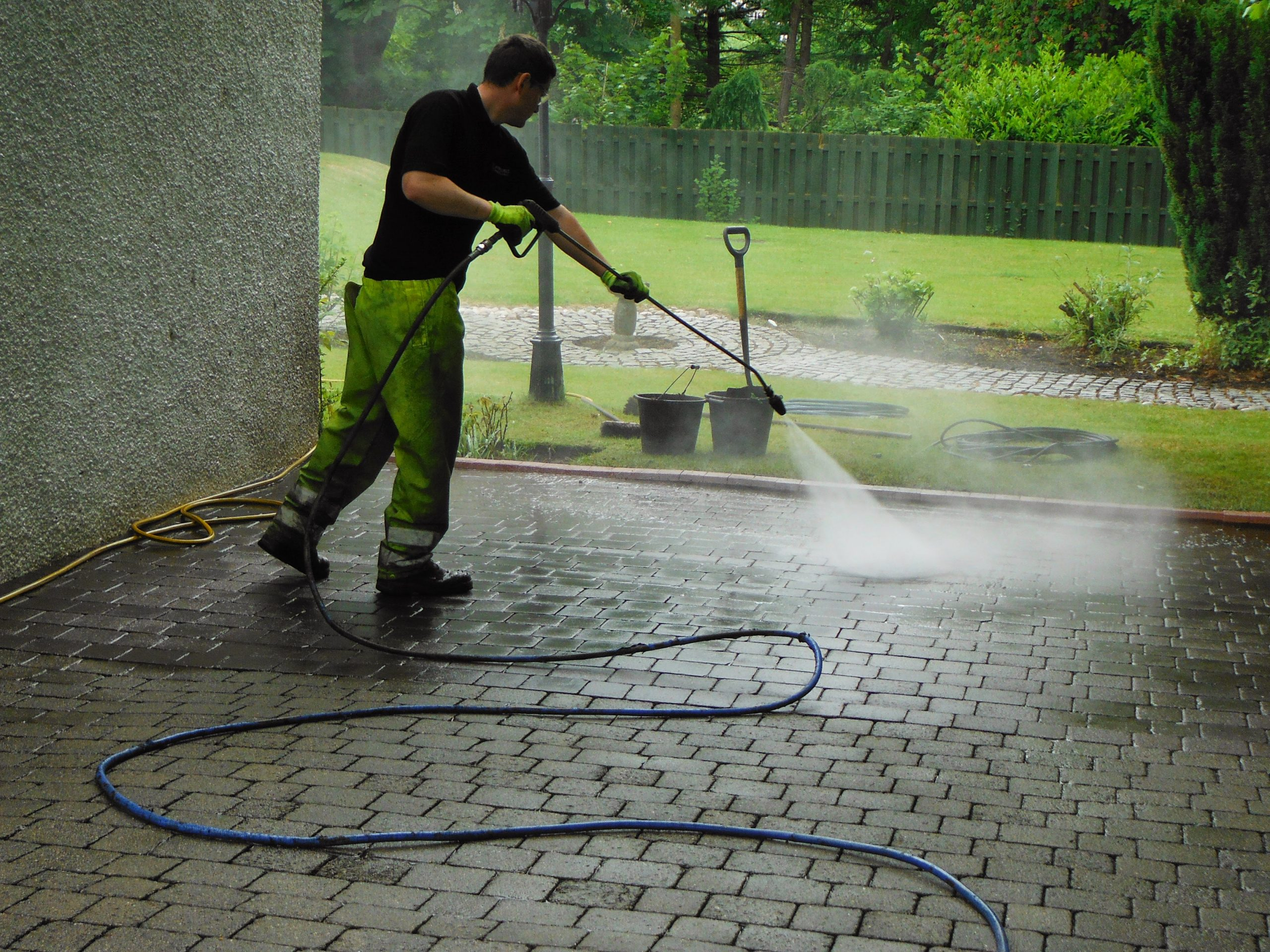 Render cleaning Glasgow